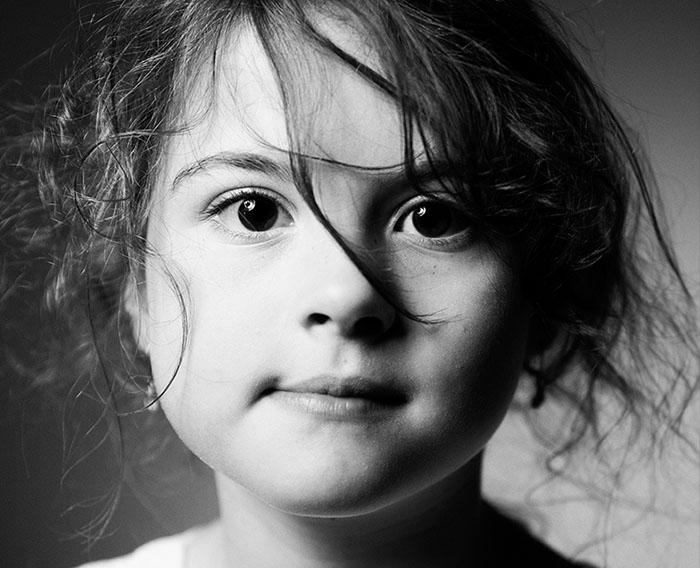 portret zwart wit meisje